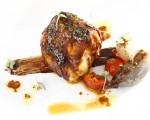 Receta: Rape marinado sobre trazo de ajonegro y cebolletas asadas