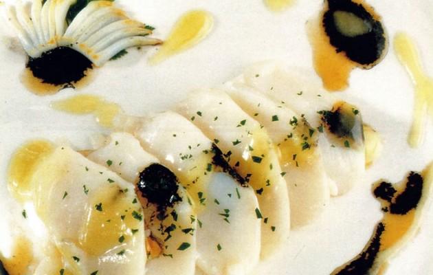 Receta: Laminas de bacalao con salteado de txipirones y su tinta