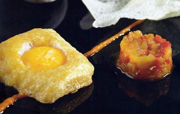 Receta: Bacalao rebozado con tomate frito y yema de huevo