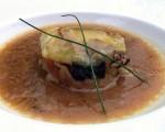 Receta: Kokotxas de bakalao sobre pisto con callos y sopa de cebolleta y hongos