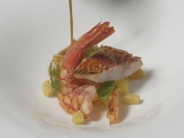 Receta: Sopa de pescado y marisco sobre patata asada