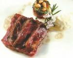 Receta: Steak de buey al romero con milhojas de hongo y calabacín