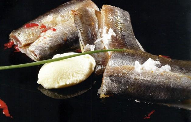 Receta: Filetes de sardina con mousse de ajoblanco y vinagreta de frambuesa