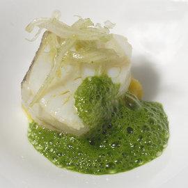 Receta: Bacalao con salteado de patata, pencas y jugo de acelgas