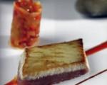Receta: Entrecot de atún o bonito con pisto de tomate y pilpil de choriceros
