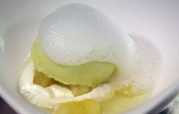 Receta: Dados de manzana con su helado y aire de sidra