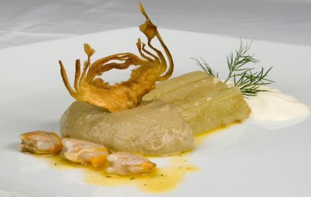 Receta: Puré de alcachofas con cardos, espuma de berberechos en salsa verde