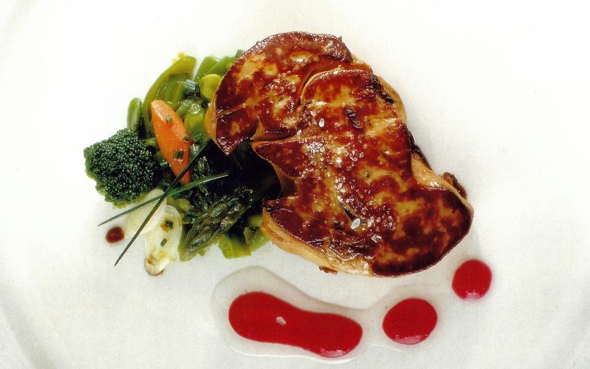 ensalada templada de verduras con foie
