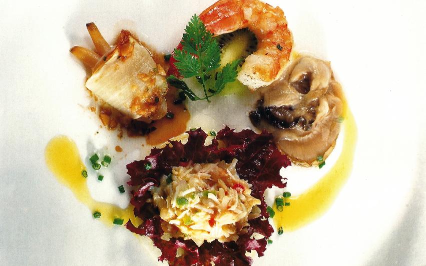 Ensalada de mariscos y frutas frescas copia