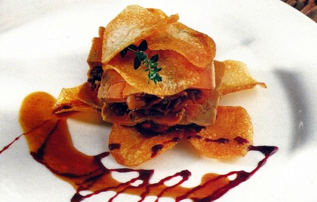 Receta: Milhojas de rabo crujientes y foie con salsa de vino tinto