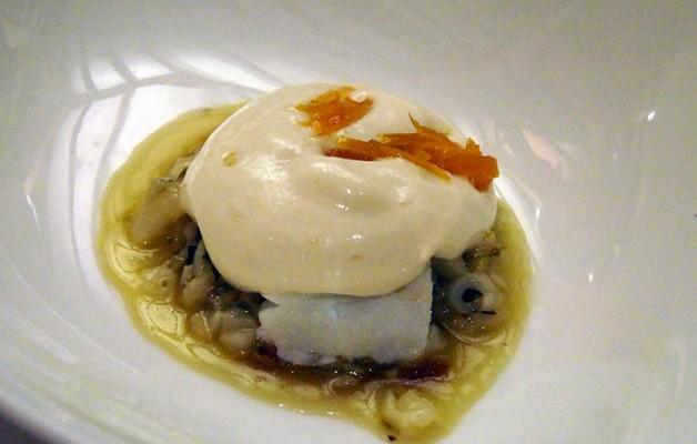 Receta: Estofado de bacalao y cebolla con crema de patata y espuma de huevo