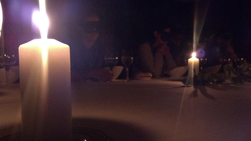 cena a ciegas Aizian