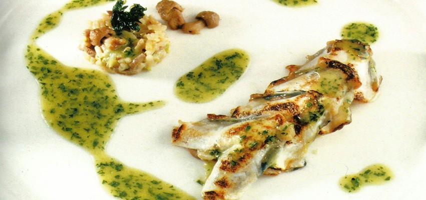 Kokotxas de merluza en pil pil de perejil y risotto de perretxikos