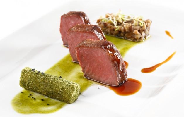 Receta: Presa ibérica a 54º con shiitake encebollado y pesto de pistachos