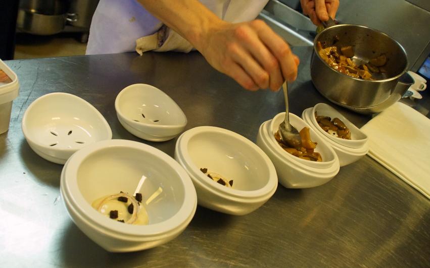 Receta restaurante Aizian Hongos a la plancha con huevo a baja temperatura y royal de foie en dos tiempos