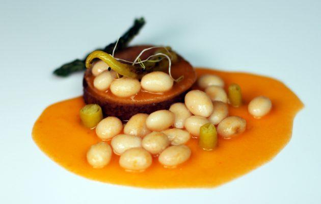 Receta: Montadito de morcilla y papada de EuskalTxerri con pochas