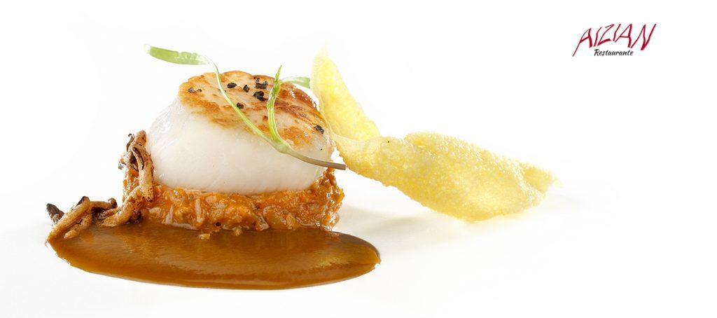 Vieira asada con estofado de manitas-centollo, su americana y crujiente de azafrán aizian menu aste nagusia bilbao