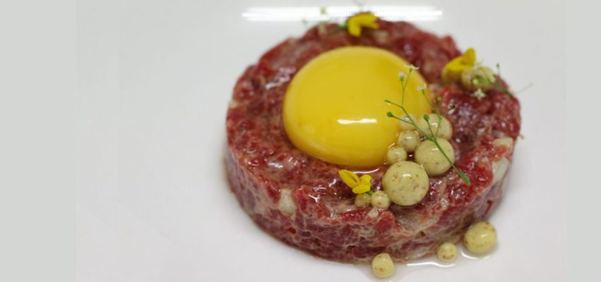 Receta de steak tartar de ganado mayor con mostaza