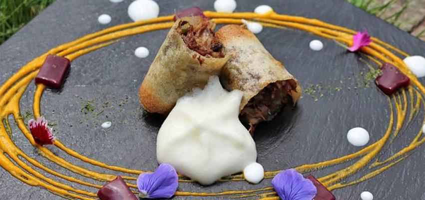 Crujiente de rabo de toro con espuma de patata trufada