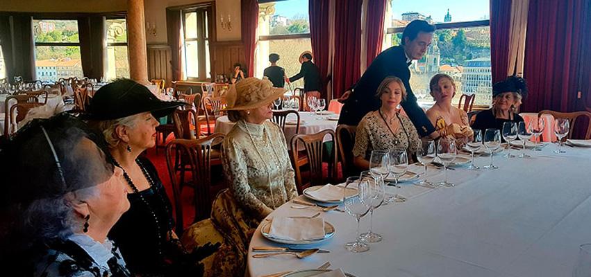 Zuriñe García en la cena de época homenaje a El Amparo