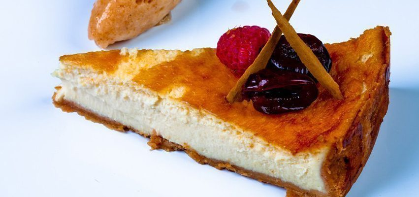 Tarta de queso azul con sorbete de cereza
